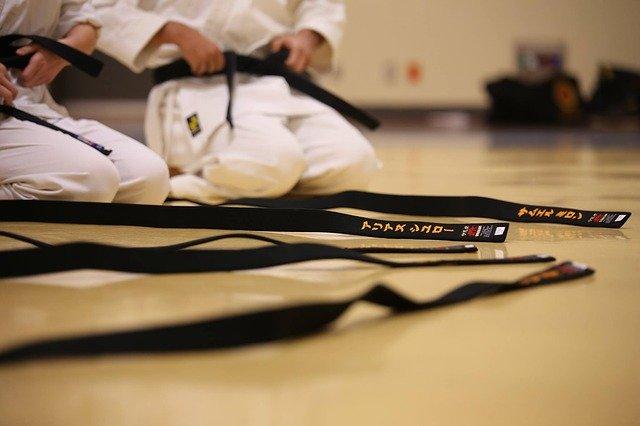 Un regard sur les ceintures en arts martiaux