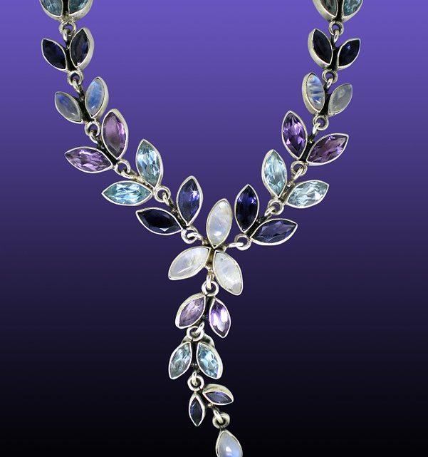 Bijoux en pierre de lune : ses bienfaits et ses vertus