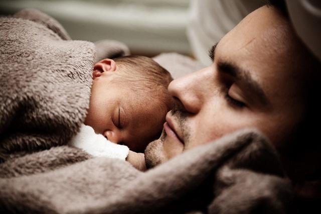 Bébé constipé : 3 gestes pour le soulager