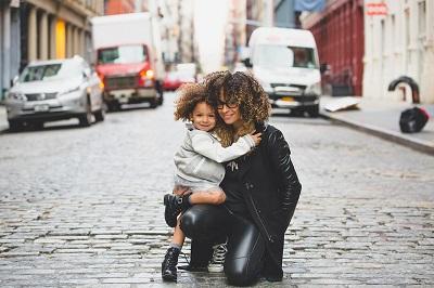 Tout savoir sur les conditions d'emprunt des mères célibataires
