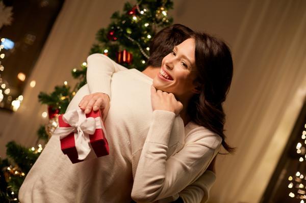 Quel est le bon moment pour donner le cadeau à votre moitié ?